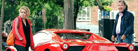 Джереми Кларксон из Top Gear со своей дочерью на Ferrari 458 Spider