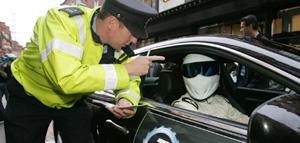 Стига рекламирует Top Gear Live и получает штрафы в Дублине и Амстердаме