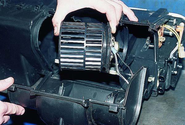 Почему печка в машине плохо греет и дует холодный воздух: причины и способы решения