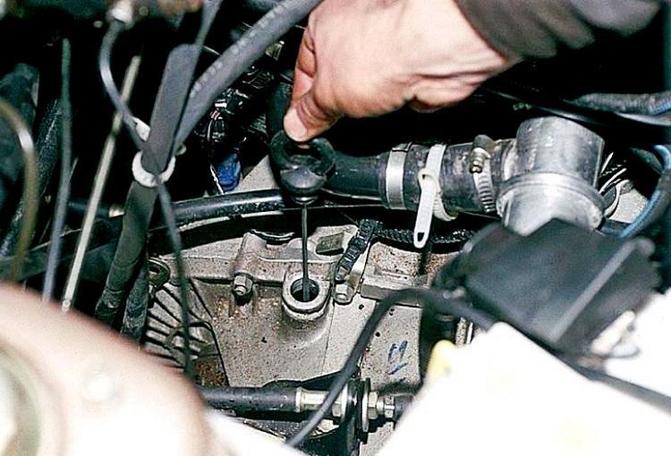 Какое масло нужно заливать в механическую коробку передач