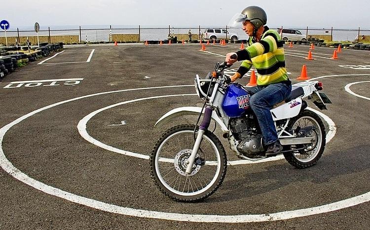 Сдача вождения на мотоцикле